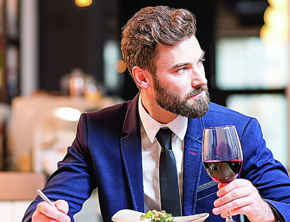 The Frivolist: 6 Reasons Eating Alone at a Restaurant Is the Best Meal You'll Ever Have